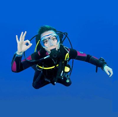 Plongeur faisant le signe ok