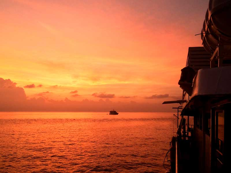 Hallelujah Similan liveaboard at dawn